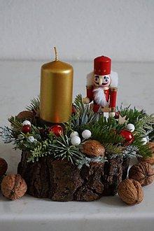 Svietidlá a sviečky - Vianočný svietnik - Luskáčik - 10230419_