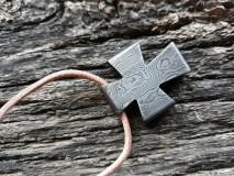 Náhrdelníky - Damaškový prívesok - kríž - 10229414_