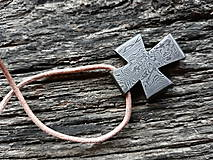 Náhrdelníky - Damaškový prívesok - kríž - 10229415_