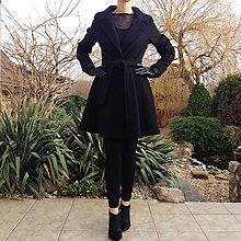 Kabáty - ČIERNY vlnený kabát s kolovou sukňou - 10234919_