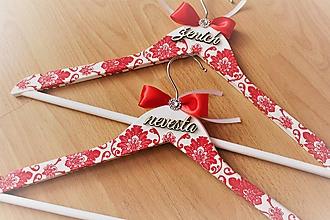 """Nábytok - Svadobné vešiaky set """"červený ornament"""" - 10233123_"""