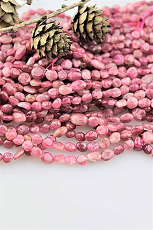 Minerály - turmalín rubelit korálky - ováliky 5-9mm, cena za 10ks! - 10233463_
