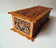 Krabičky - Drevená šperkovnica V záhradách - 10233340_