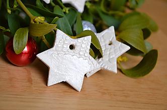 Dekorácie - Hvězdičky s dírkou pro zavěšení - 10233148_