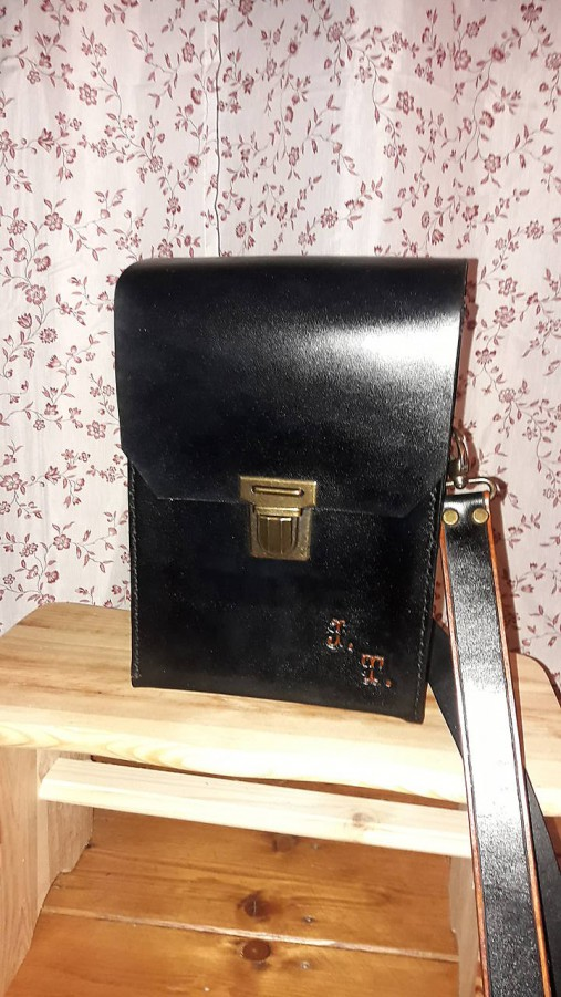 Kožená taška na rameno