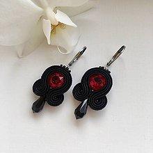 Náušnice - Ručne šité šujtášové náušnice / Soutache earrings - Swarovski®️crystals (Ruby - ruby/čierna) - 10232710_