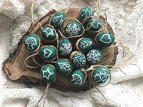 Dekorácie - Vianočný oriešok v škrupinke - 10232875_