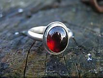 Prstene - Strieborny prsteň Ag925 Granát - 10232671_