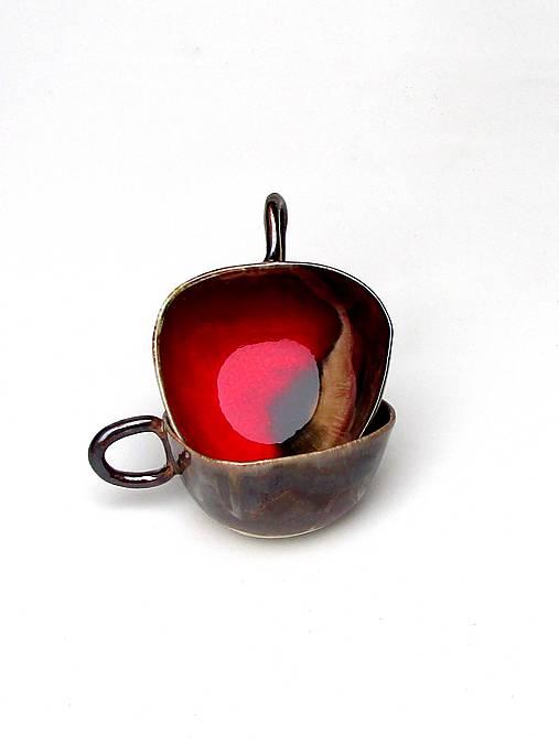 šálka červeno kovová