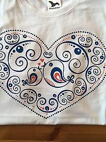 Tričká - Rodinný maľovaný set tričiek s nápismi na želanie (Bez nápisu - plný vzor s modrými vtáčikmi) - 10231583_