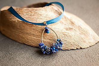 Náhrdelníky - pletený prívesok z lapis lazuli - 10236401_
