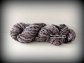 Materiál ručne robený - Čierna, levandulovo hodvábna merino vlna - 10236039_