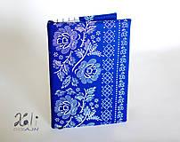 - Modrý obal s folklórnou bordúrou - 10237054_
