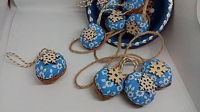 Dekorácie - Oriešky svetlo modré s ozdobou - 10238052_
