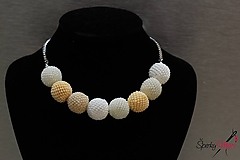 Náhrdelníky - náhrdelník z bielych obšívaných guličiek - 10240607_
