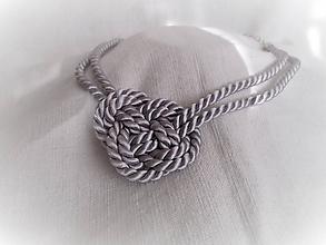 Náhrdelníky - Sivý náhrdelník s jedným uzlom - 10240175_