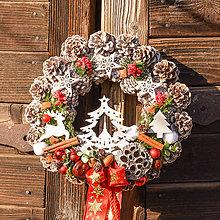 Dekorácie - Vianočný venček so stromčekom - 10238519_