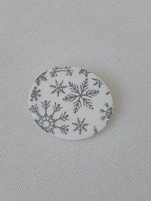 Odznaky/Brošne - brošnička so snehovými vločkami - 10239594_