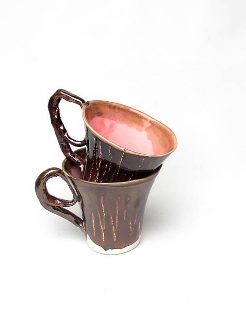 šálka ružovo kovová  kakao