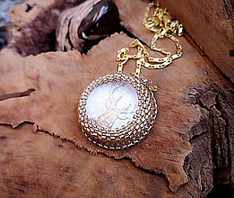 Náhrdelníky - Pozlátený náhrdelník s jeleňom - 10240756_