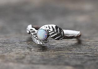 Prstene - ZÁKAZKA Vetvičkový prsteň s lístočky a smaragdom - 10242586_