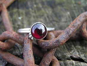 Prstene - Strieborny prsteň Ag925 Granát - 10244834_