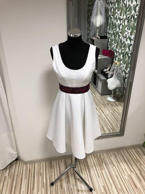705e28ba9 Biele krátke šaty s folklórnym opaskom / SalonCyntia - SAShE.sk ...