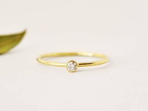 Prstene - 585/1000 zlatý zásnubný prsteň s prírodným diamantom 2,6mm (žlté zlato) - 10249374_