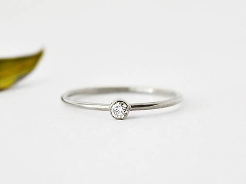 Prstene - 585/1000 zlatý zásnubný prsteň s prírodným diamantom 2,6mm (biele zlato) - 10249379_