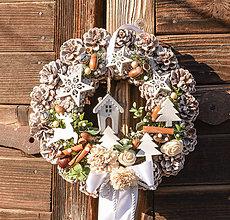 Dekorácie - Vianočný venček na dvere s domčekom - 10247244_