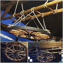 Dekorácie - Chalupárska dekorácia rebrík a koleso 90cm - 10246940_
