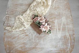 Ozdoby do vlasov - Kvetinový hrebienok ,, púdrový,, - 10250289_