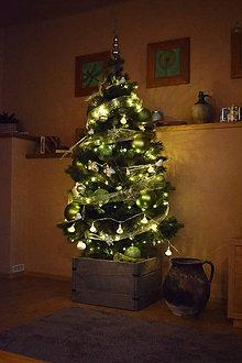 Nábytok - Drevená debnička ako stojan pod vianočný stromček - 10252864_