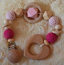 Hračky - Drevené hryzátko srdiečko (Ružová krúžok uprostred) - 10253085_