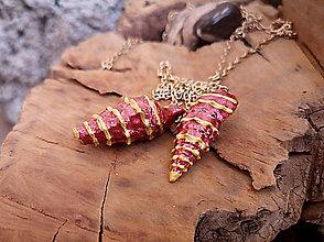Náhrdelníky - Variabilný boho náhrdelník, zlatá retiazka, karmínové mušle - 10255041_