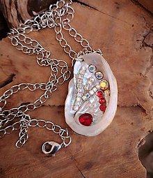 Náhrdelníky - Náhrdelník z mušle, strieborno-červený - 10255046_