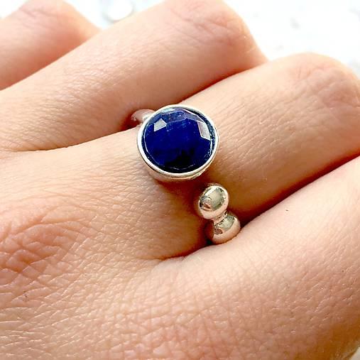 Elegant Faceted Sapphire Ring / Elegantný prsteň s brúseným zafírom /1370