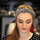 Ozdoby do vlasov - Čelenka s veľkým uzlom Sivá basic - 10259468_