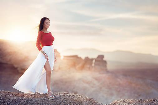 Šifónová polkruhová sukňa s rozparkom na nohu rôzne farby