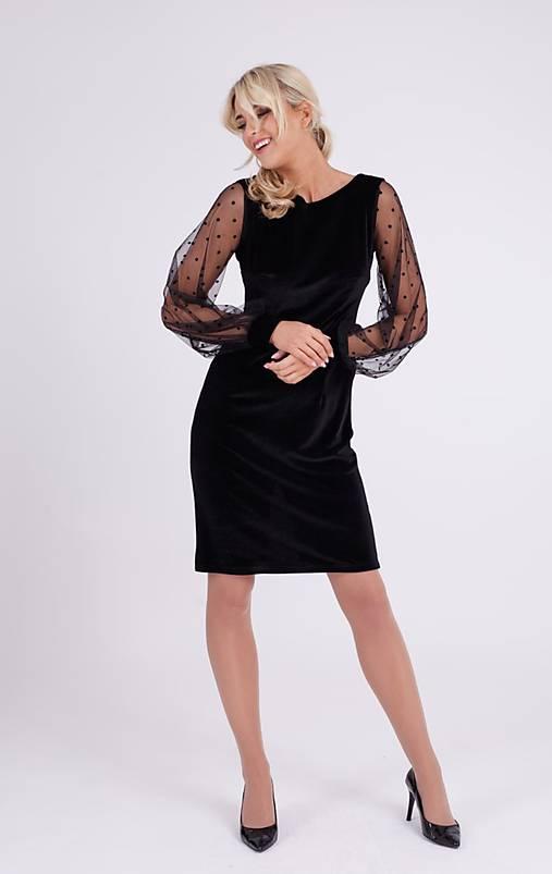 Zamatové šaty s bodkou krátke so sieťkovým rukávom