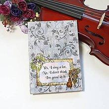 Papiernictvo - Diár pre kúpeľňových spevákov - zápisník s husľami a kvetmi so starožitným nádychom - 10268361_