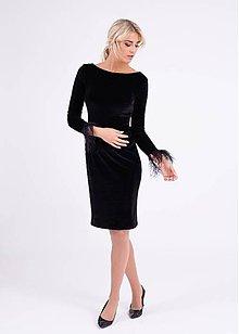 Šaty - Zamatové šaty zdobené pštrosím perím a ónyxami - 10268713_