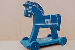 Hračky - Ťahací koník na podvozku  - 10271269_