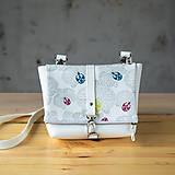 Kabelky - DINKY bag - biela so šedou potlačou na klope - 10270982_