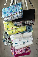 Kabelky - Kabelka SLIM bag - žltozelená s bielou potlačou - 10271089_