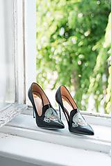 Iné doplnky - Dámske kožené topánky s výšivkou čierne - 10272702_