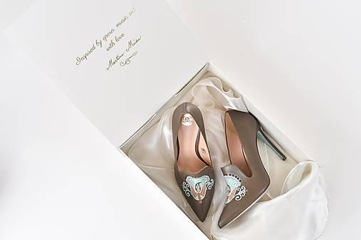 Dámske kožené topánky s výšivkou hnedé