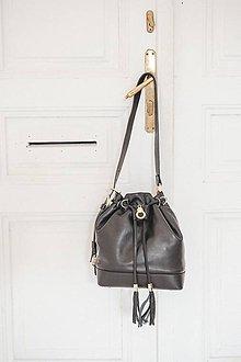 Kabelky - Kožený vak čierny s pozláteným šperkom PRECIOSA - 10273096_