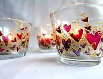 Svietidlá a sviečky - Farebné srdiečka - maľovaný sklenený svietniček - na objednávku - 10275877_