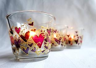 Svietidlá a sviečky - Farebné srdiečka - maľovaný sklenený svietniček - na objednávku - 10275875_